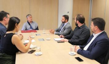 Daniel Freitas trata com Governo do Estado sobre vinda da Tesla para SC