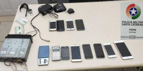 Polícia Militar cumpre Mandado de Prisão, recupera telefones celulares e apreende material de tráfico de drogas