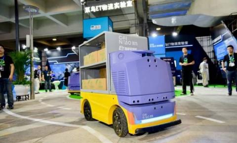 Robô chinês usa reconhecimento facial para fazer entregas