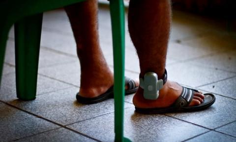Tornozeleira eletrônica para homem acusado de filmar ex-companheira nua no chuveiro