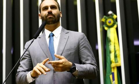 """Eduardo defende bloqueio do TikTok no país: """"Questão de segurança"""""""