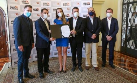 Governo de Santa Catarina oficializa posse de 723 novos professores efetivos para rede estadual