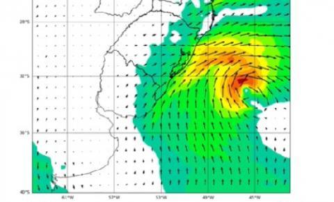 Tempestade Raoni mantém mar agitado no litoral de Santa Catarina até esta quinta-feira