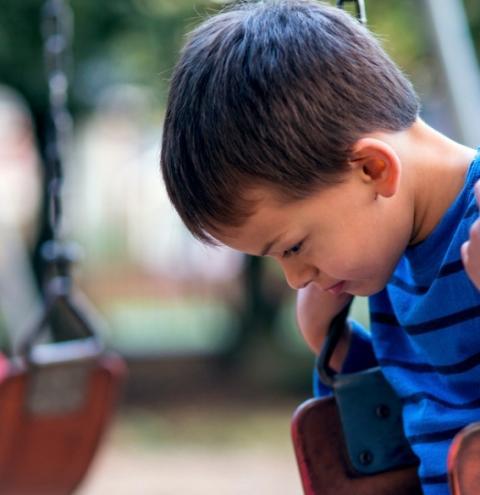 Escola particular deve garantir professor auxiliar a criança autista sem ônus